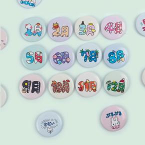 商品アイデア7の学校や塾でよく使う単語で制作した缶バッジ
